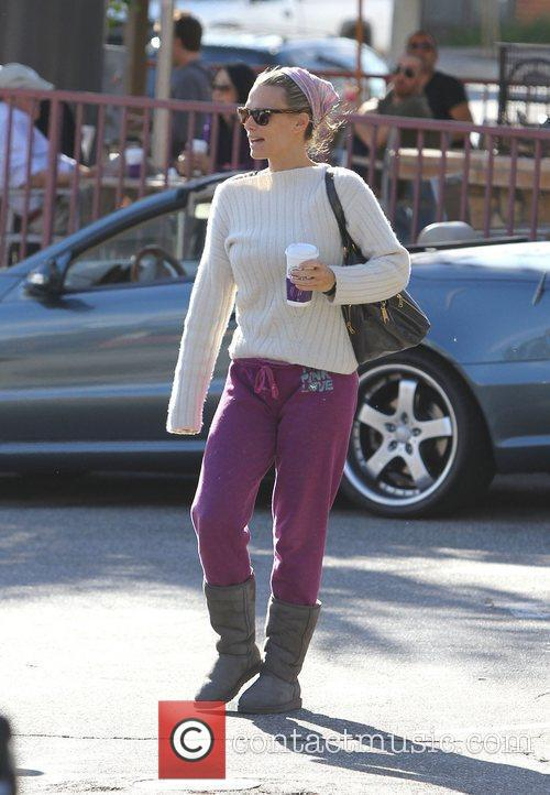 Molly Sims in pink jogging bottoms and Ugg...