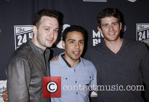 Eddie Kaye Thomas, Bryan Greenberg and Victor Rasuk 5