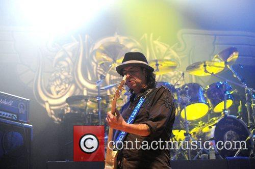 phil campbell of motorhead performing at the 3588927
