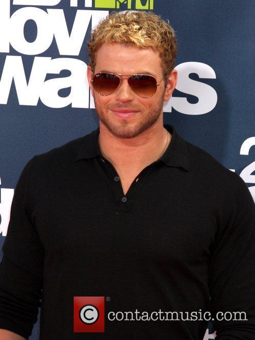 Kellan Lutz and Gibson Amphitheatre 8