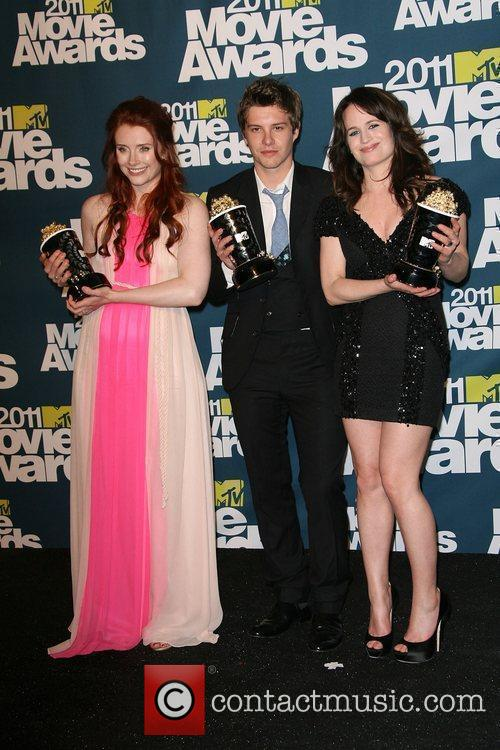 Bryce Dallas Howard, Elizabeth Reaser and Xavier Samuel 5