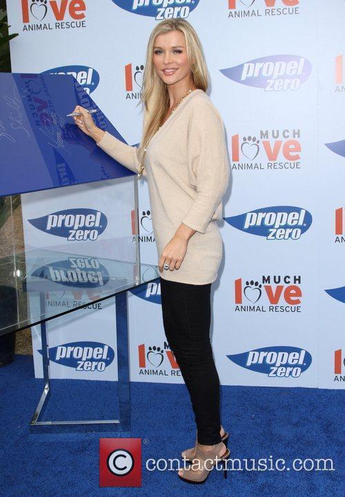 Joanna Krupa Propel Zero to 1000 Celebrity Dog...