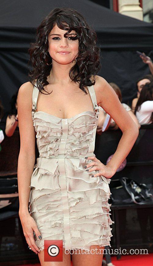 Selena Gomez and Nina Dobrev 4