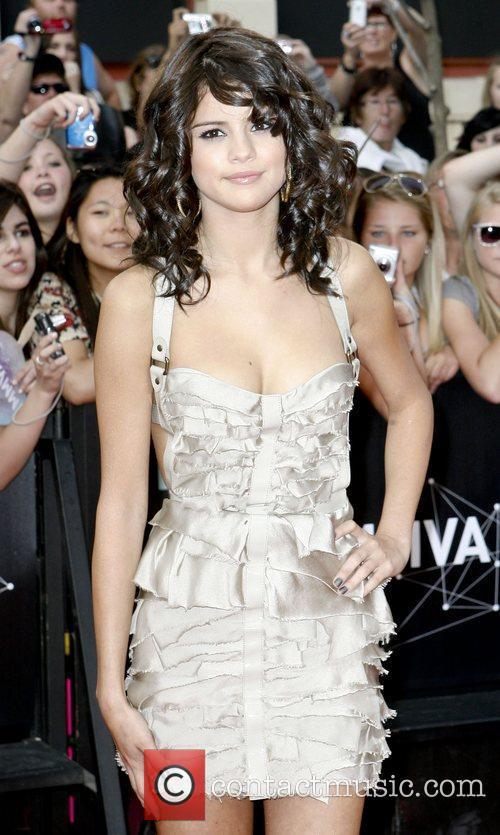 Selena Gomez and Nina Dobrev 6