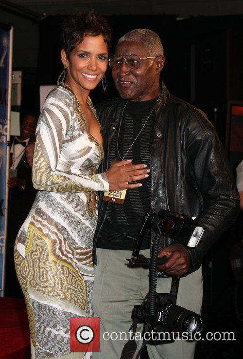 Halle Berry with photographer Bill Jones 42nd NAACP...