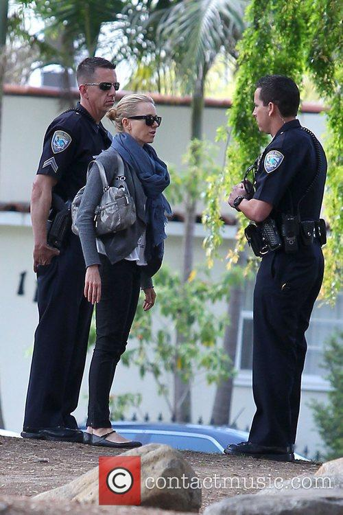 Naomi Watts speaking with police officers after an...