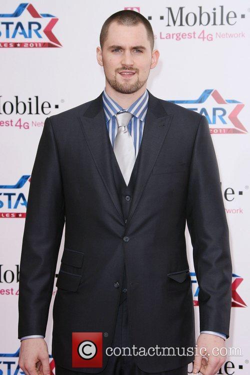 Kevin Love T-Mobile Magenta Carpet At The 2011...