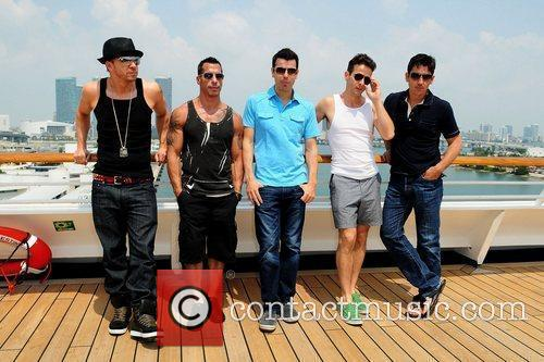 Donnie Wahlberg, Joey Mcintyre, Jonathan Knight and Jordan Knight 5