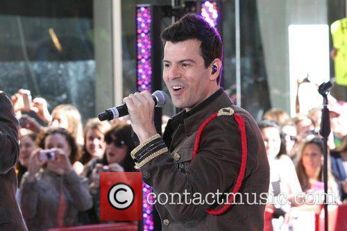 Jordan Knight, Donnie Wahlberg, Howie Dorough, Jonathan Knight and Nick Carter 7
