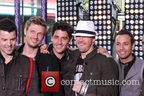 Jordan Knight, Donnie Wahlberg, Howie Dorough, Jonathan Knight and Nick Carter 5