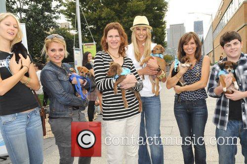 Jen Araki, Sandra Bernhard, Beth Stern, Sara Gore,...