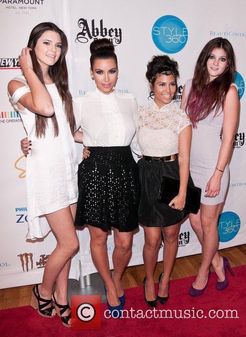 Kendall Jenner, Kim Kardashian, Kourtney Kardashian and Kylie Jenner 7