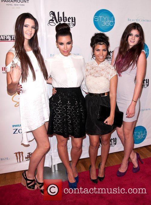 Kendall Jenner, Kim Kardashian, Kourtney Kardashian and Kylie Jenner 3