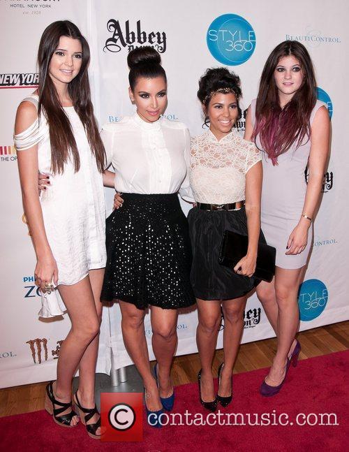 Kendall Jenner, Kim Kardashian, Kourtney Kardashian and Kylie Jenner 1