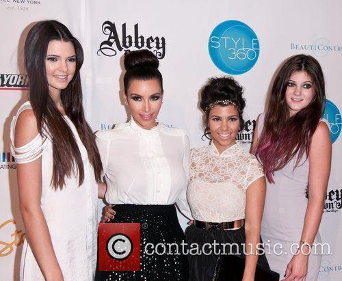 Kendall Jenner, Kim Kardashian, Kourtney Kardashian and Kylie Jenner 6