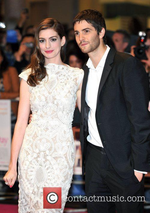 Anne Hathaway and Jim Sturgess 6