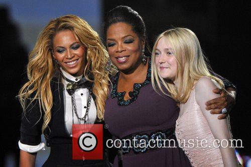 Beyonce Knowles, Dakota Fanning and Oprah Winfrey 4