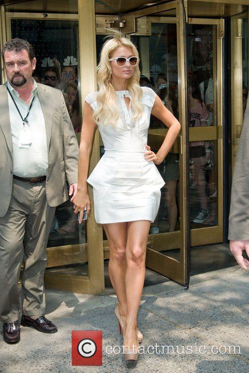 paris_hilton_1 Paris Hilton leaving the NBC experience store...