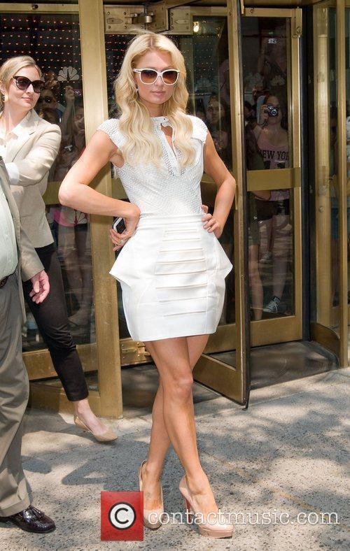 paris_hilton_3 Paris Hilton leaving the NBC experience store...