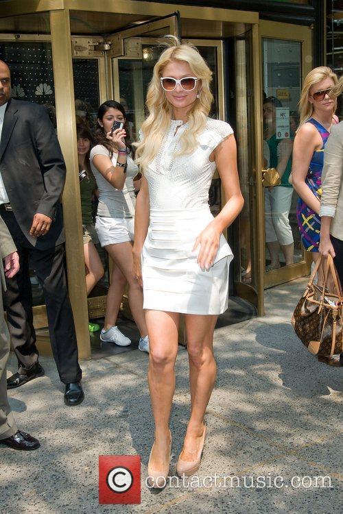 paris_hilton_4 Paris Hilton leaving the NBC experience store...