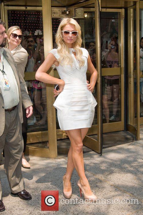 paris_hilton_5 Paris Hilton leaving the NBC experience store...