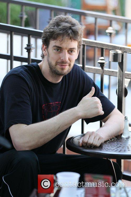 LA Lakers center Pau Gasol has lunch at...