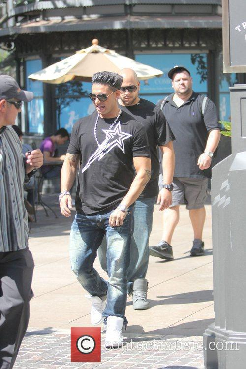 Jersey Shore star Pauly D appears on 'Extra'...