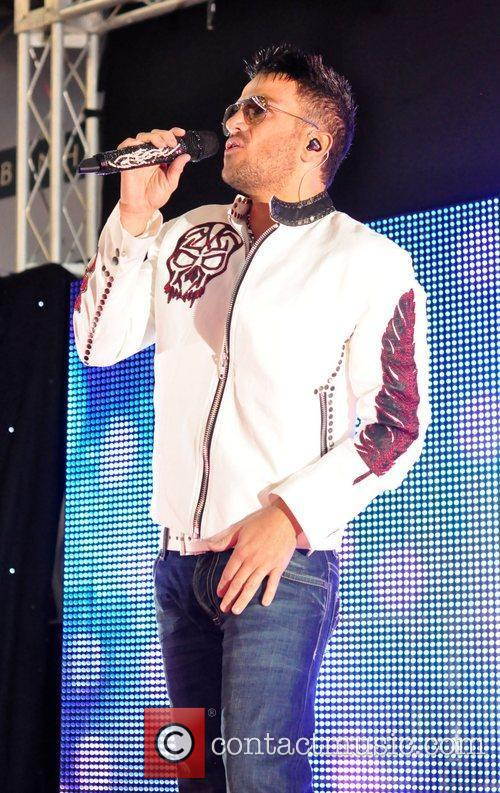 Peter Andre Peter Andre switches on Christmas lights...