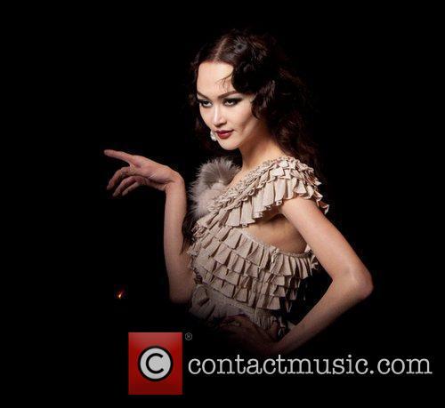 Model Paris Fashion Week Ready To Wear Fall/Winter...