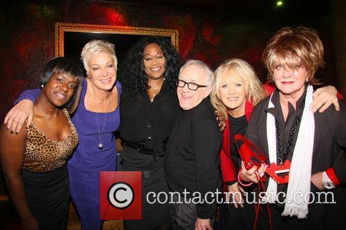 Tameka Empson, Denise Welsh, Kym Mazelle, Leslie Jordan,...