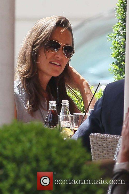 Pippa Middleton has lunch with friends in west...