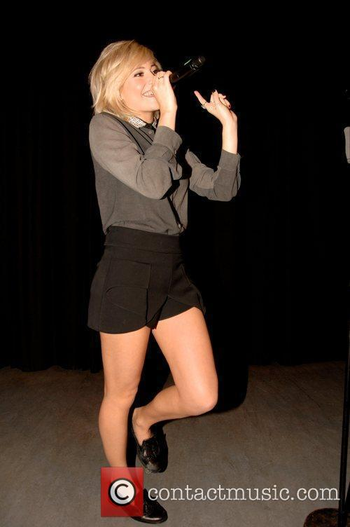 Pixie Lott performs a surprise gig at Hillhead...