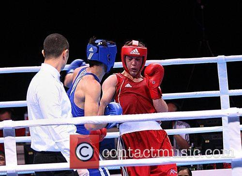 Freddie Evans (red) wins his preliminary round in...