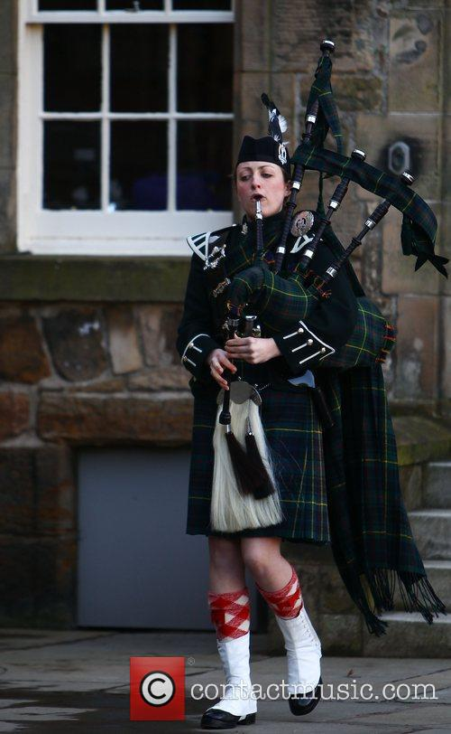 Bagpipes, Prince William and Kate Middleton 1