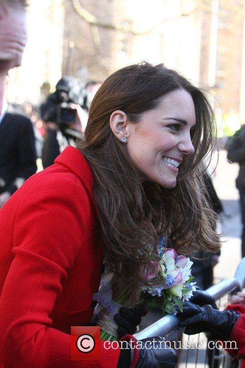 Kate Middleton returns to St. Andrews university to...