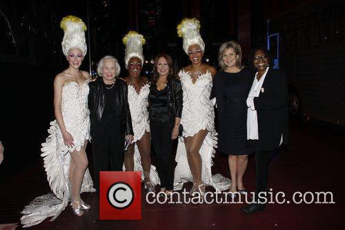 Liz Smith, Anastacia, Cynthia Mcfadden, Marlo Thomas and Whoopi Goldberg 3