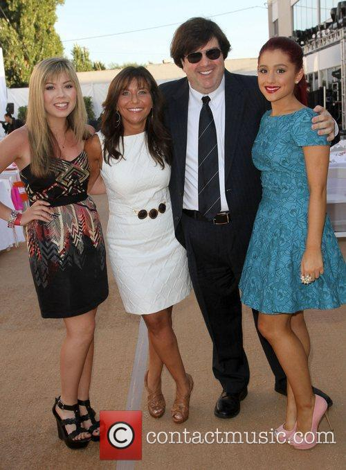 Jennette Mccurdy and Ariana Grande 6