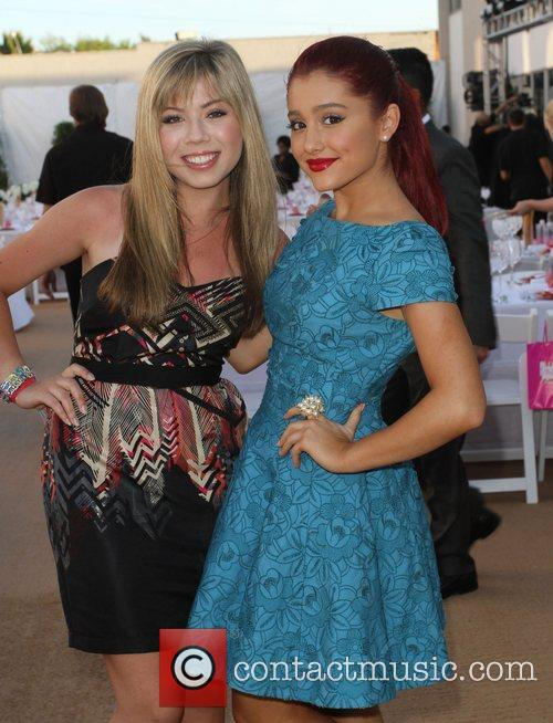 Jennette Mccurdy and Ariana Grande 7