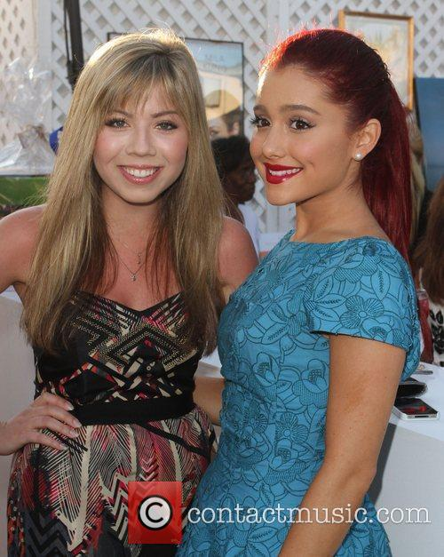 Jennette Mccurdy and Ariana Grande 10