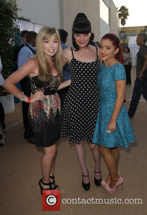 Jennette Mccurdy, Ariana Grande and Pauley Perrette 9