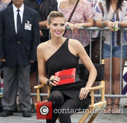 Heidi Klum 'Project Runway' On Location in Battery...