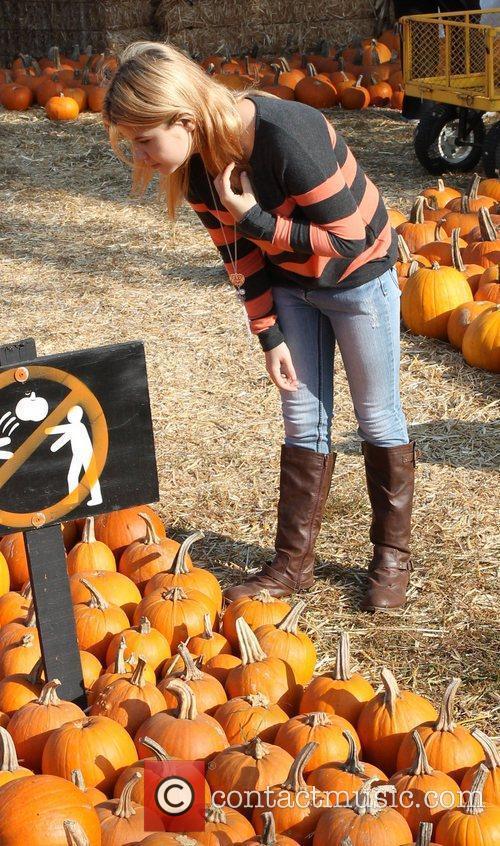 Taylor Reynolds visit Mr. Bones Pumpkin Patch in...