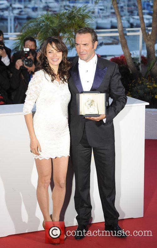 Berenice Bejo (L) and Best Actor, Jean Dujardin...