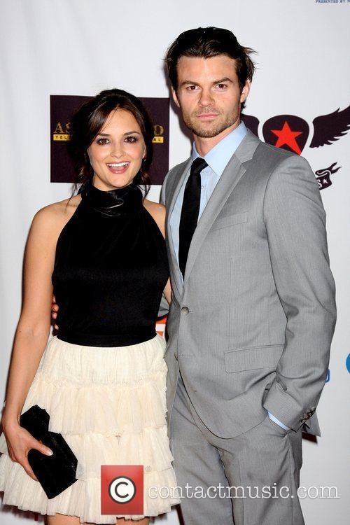 Rachael Leigh Cook and Daniel Gillies