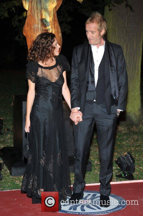 Anna Friel, Rhys Ifans and Hampton Court Palace 3