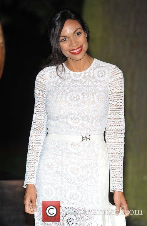 Rosario Dawson and Hampton Court Palace 4