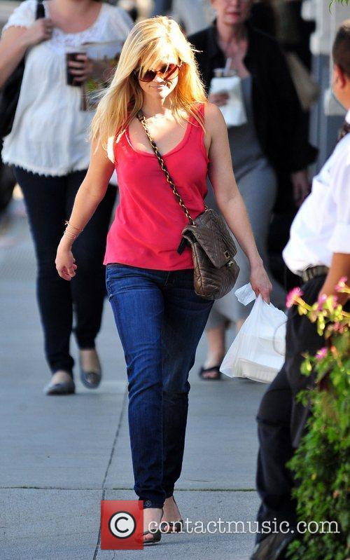 Reese Witherspoon stops to pick up some food...