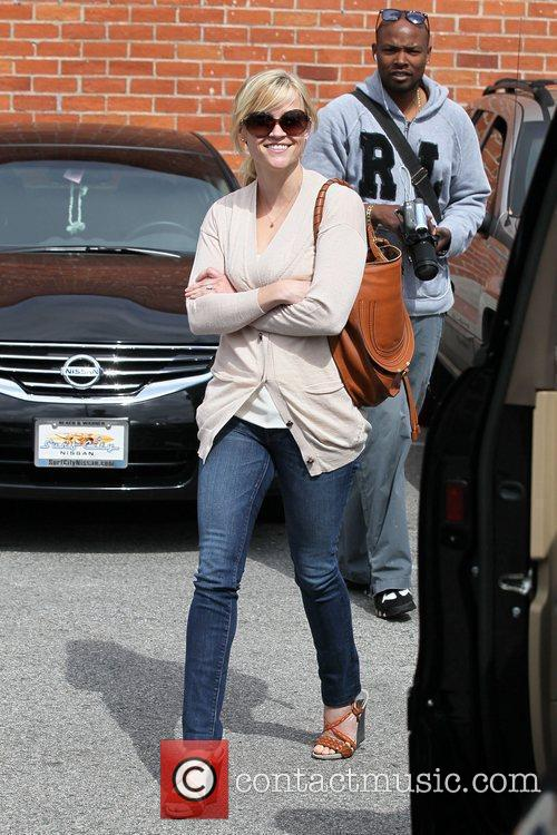 Reese Witherspoon  shopping at with a friend...