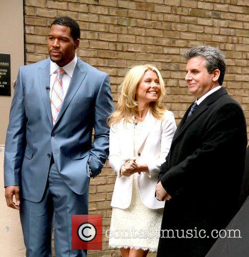 Alan Taylor, Kelly Ripa and Michael Strahan 3