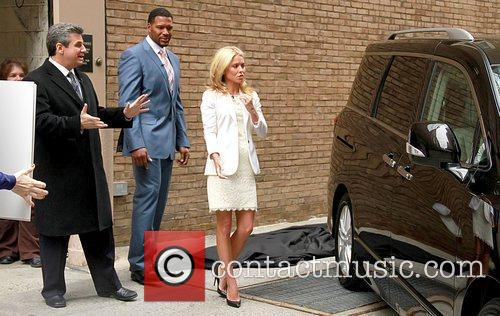 Alan Taylor, Kelly Ripa and Michael Strahan 5
